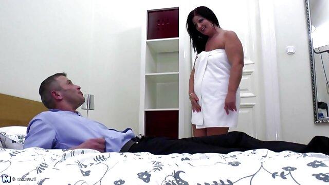 Le mec caresse film porno francais amateur la fille hentai aux gros seins