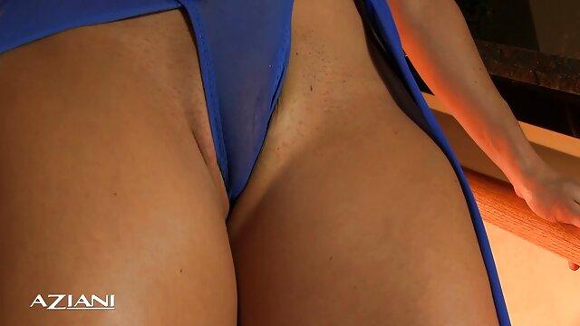 Des lesbiennes aux gros film x français amateurs seins s'amusent avec une machine à sexe