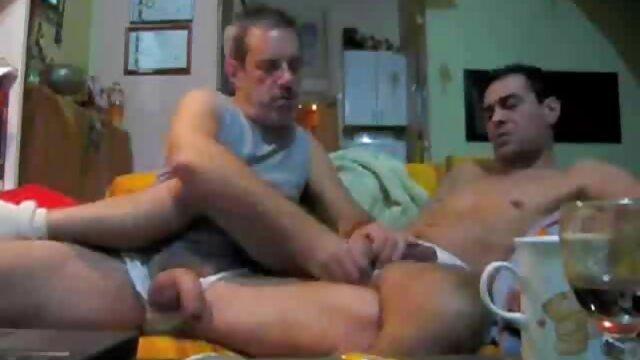 Sexe affectueux et excitant d'un jeune film amateur français x couple. Le mec éprouve des sensations incroyables lors de ce rapport sexuel