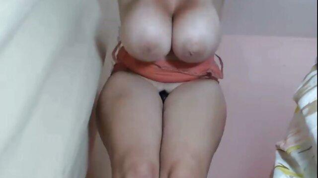 La star du porno aux gros seins Capri casting x amateur francais prend une bite de motard dans sa bouche