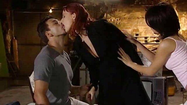 Des bisexuels passionnés baisent une jolie film x amateur belge blonde