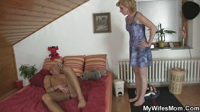 Tirez la chaussette de sa femme sur sa film x amateur belge bite et branlez-le, éjacule dans la chaussette