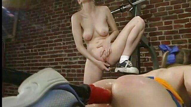 Jeune Latina, très souffrante du fait que son amigo ne la baise pas. Dès lors, dès son départ, elle se jette sur la verge de sa meilleure amie, qui n'a pas pu résister à sa bouche chaude film porno amateur en francais