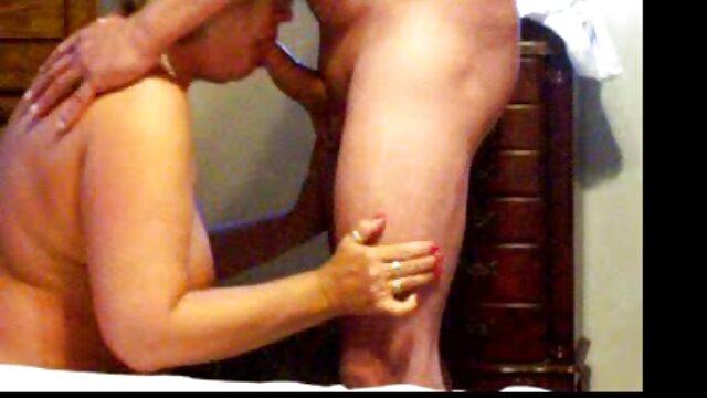 Un étudiant branle des bites à ses amis dans le film x amateur belge dortoir