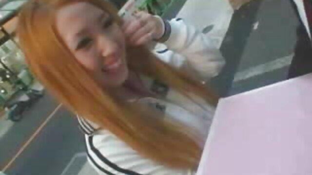 Bite film x amateur belge épaisse dans les trous d'une blonde excitée