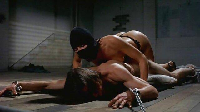 Nain lubrique baise passionnément une grosse brune film porno français amateurs avec un gros cul