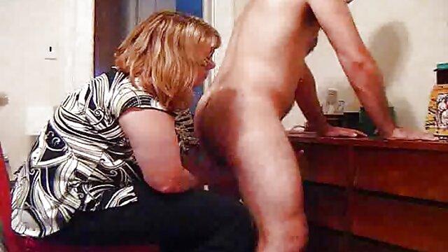 Remarquant un jeune serveur, une nana mature qui n'a pas senti un pénis élastique en elle depuis film amateur x francais longtemps se jette sur lui, suce passionnément son pénis puissant et substitue son cul pour que le mâle gère correctement son anal