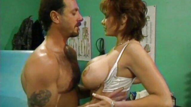 Salope mature a film porno amateur complet ramassé un jeune homme avec une bite dure comme du silex