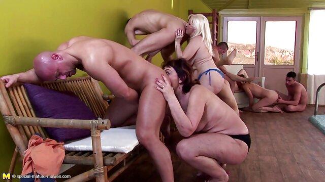 L'orgie de quatre lesbiennes a commencé par une simple masturbation, pour des plaisirs plus amateur xxx francais chauds, elles utilisent des vibrateurs qui leur donneront une magnifique branlette pour les vagins mouillés en plein air