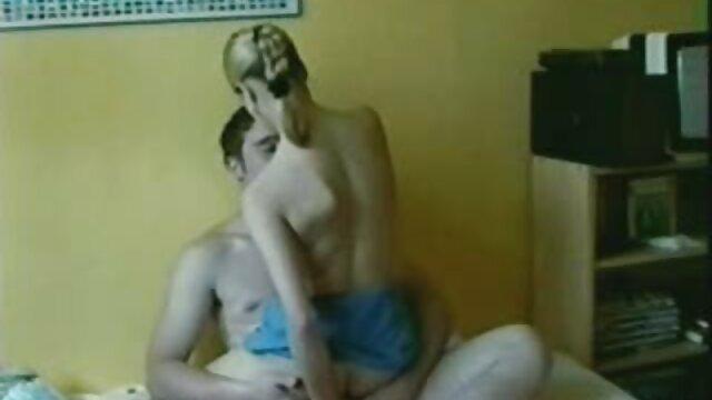 Deux filles lesbiennes ont décidé de s'amuser avec des film amateur x français vibromasseurs d'un sex-shop