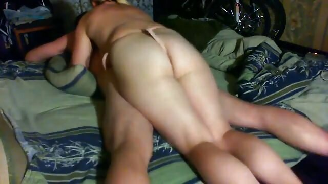 Sexe passionné avec une blonde après un film porno amateur belge dîner romantique