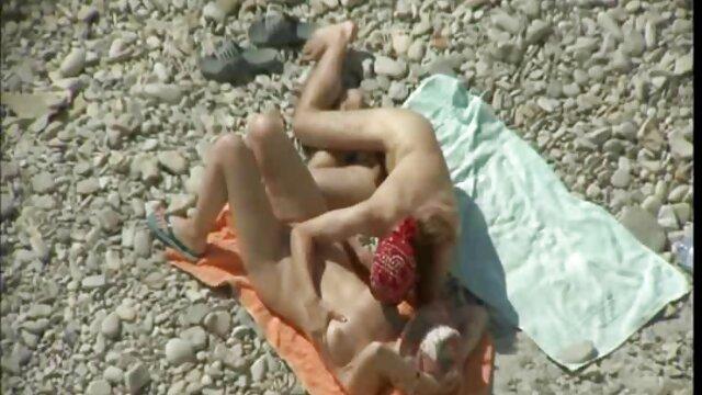 Sexy jeune poule film x français amateur et deux coqs
