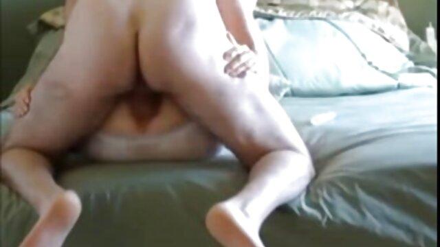 Des salopes matures baisent la bouche d'un extrait video porno amateur ami avec leurs strapons