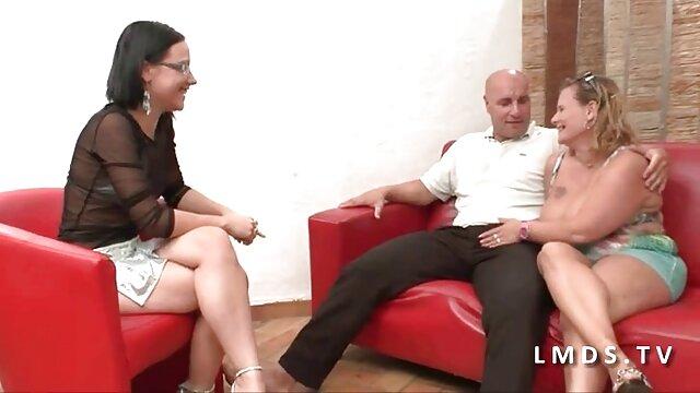 Une jeune fille au trou du cul est engagée avec un film porno amateur français gratuit entraîneur et baise