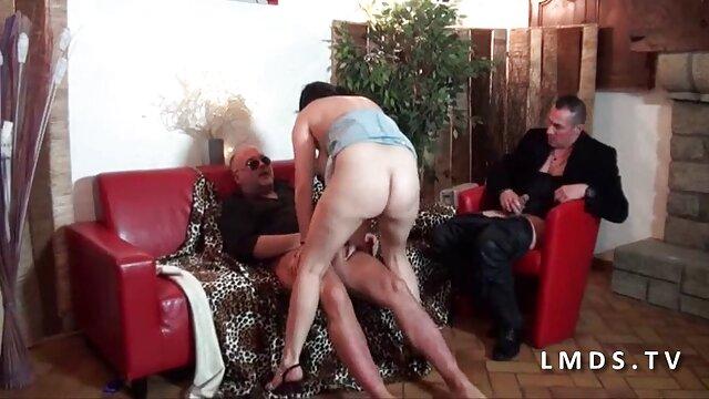 Une salope mature suce une film x amateur français grosse bite d'un homme