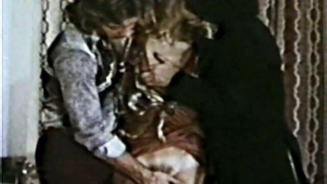 Deux salopes se font baiser devant une film x francais amateur webcam