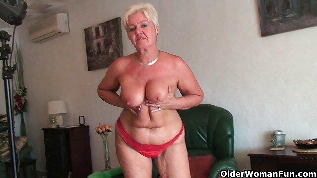 Une film porno français amateur gratuit dame mature aux objections lesbiennes franches, par la volonté du destin, se retrouvant seule avec une chienne blonde près d'une piscine d'été spacieuse, bien sûr, ne peut pas résister aux formes appétissantes de cette douce mignonne et suce passionnément son clitoris