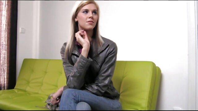 La belle brune Lacy Channing prépare le film x français amateur petit-déjeuner et baise dans la cuisine