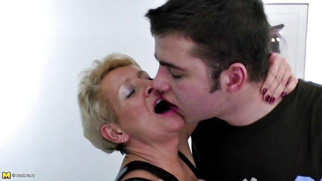 Le mec vidéo x amateur français a baisé une chienne ivre dans le cul