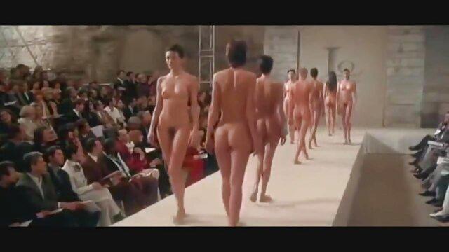 Un soldat militaire xxx français amateur en chaleur baise la latina sexy Julia Morgan en anal
