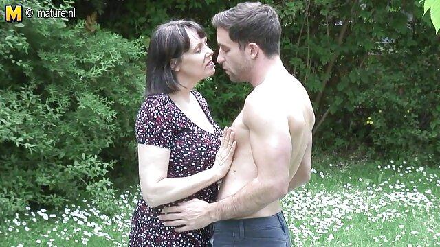 Pendant que le mari est au travail, la chienne a soif de sexe, elle vient à la film amateur français x lessive et baise avec un voisin