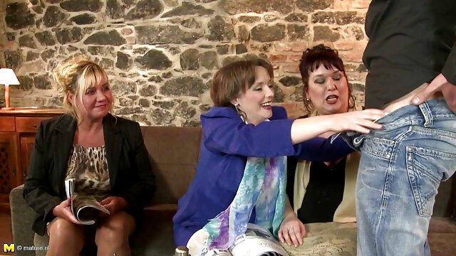 Vous avez juste besoin de voir comment ils avalent une grosse bite, puis ils s'assoient eux-mêmes dessus, film amateur français x et il les a dans les fesses pour que seul le spray vole! Oui, ces femmes ne seront pas perdues!