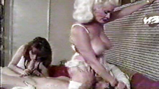 Ces trois filles lesbiennes adorent lécher les chattes des femmes et s'embrasser dans le cul, ainsi film x gratuit francais amateur que se doigter les seins dans leurs mains, les écraser et les arracher. Ils s'amusent, les lesbiennes ont une excellente baise