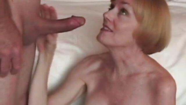 La blonde Lexi film amateur francais x Bell donne un massage après l'entraînement