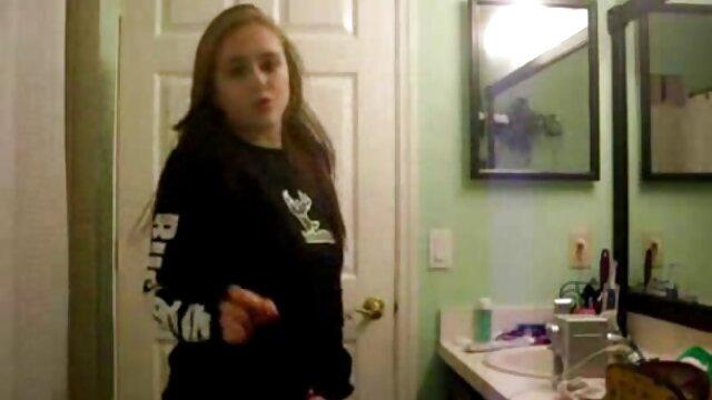 Jeunes filles mettent un strapon et baisent film x français gratuit amateur dans la cuisine