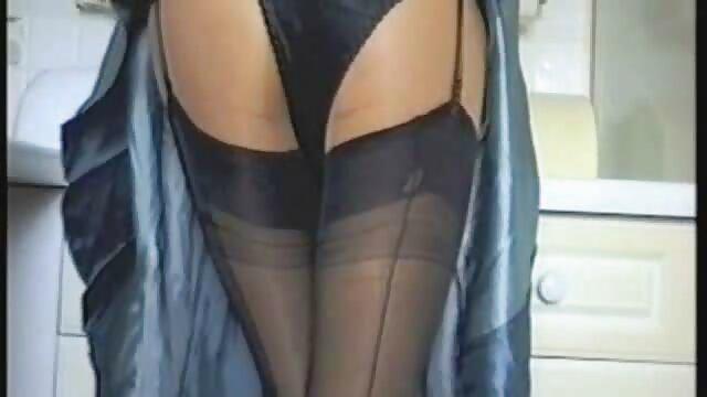 Un homme mature baise vidéo x amateur français une brune sexy sensuelle dans un anal étroit