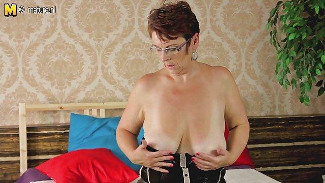 La blonde film amateur x français aux gros seins Sara Jay suce trois bites de minets chauds