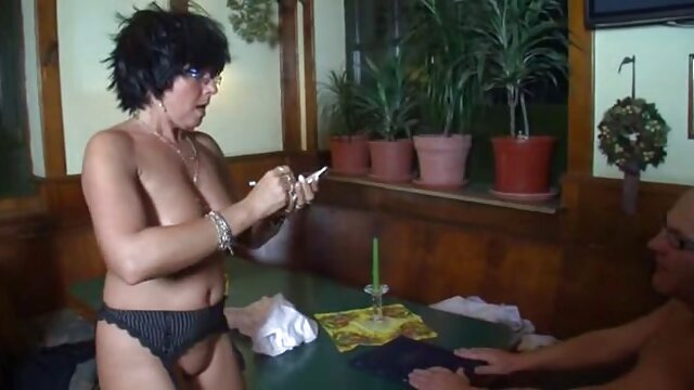 Infirmière lesbienne baise une patiente sexy avec un gode et une langue film gratuit amateur porno