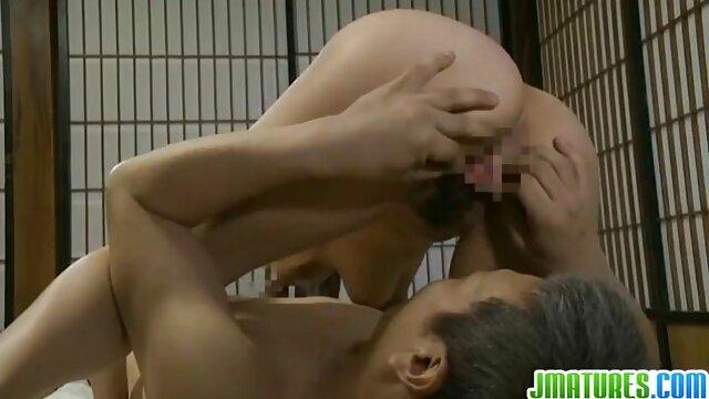 Le mâle chauve a inséré un gode noir casting x amateur francais dans l'anus de la sexy Matilda, et son pénis dur dans sa chatte et a baisé durement cette salope aux gros seins