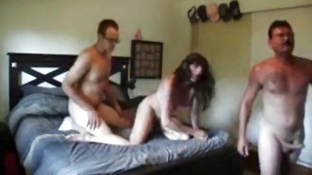 Trois jeunes lesbiennes film x français gratuit amateur en lingerie sexy lèchent la chatte douce