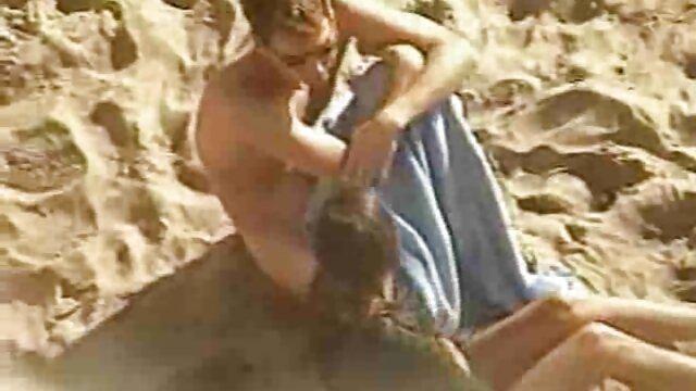 Deux hommes chauds après avoir joué au golf ont baisé xxx français amateur un bébé