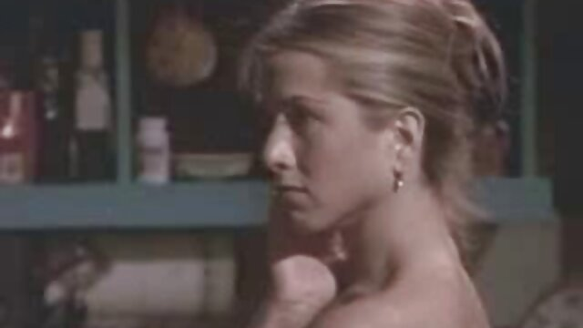 Hot Mom et Stepson baisent une jeune copine film porno amateur français