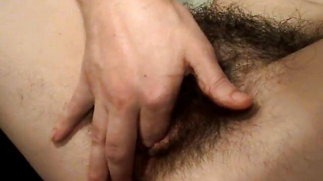 Le mec a baisé la blonde entre film porno amateur complet les seins et s'est versé dans sa bouche