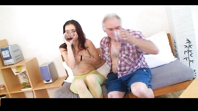 Grosse film x français gratuit amateur bite, gros jouets dans le cul d'une brune