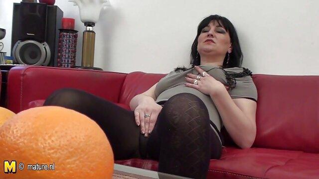 Une bite noire baise une beauté et serre le cul film porno amateur française d'une chienne