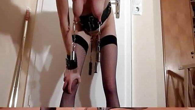 Un mec un peu vulgaire, de retour à la maison après le travail, découvre que sa bien-aimée lui a préparé un cadeau absolument film amateur français x magnifique sous la forme de sa copine juteuse et sans vergogne, que le mec baise immédiatement en anal